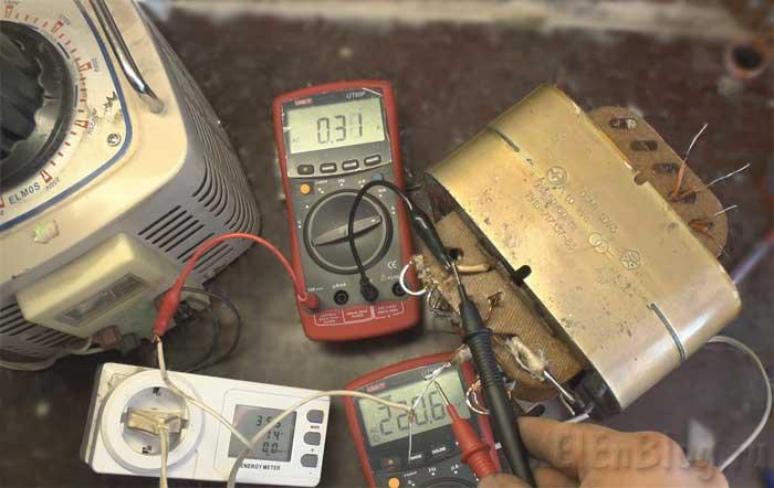 Проверка-перемотанного-трансформатора(Расчёт-и-перемотка-трансформатора-#6)_Процесс-проверки-тока-х.х.-при-220В.