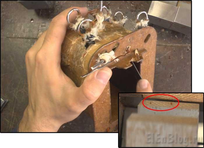 Сборка-перемотанного-трансформатора-(Расчёт-и-перемотка-трансформатора-#5)_очистка-катушки-от-старого-лака