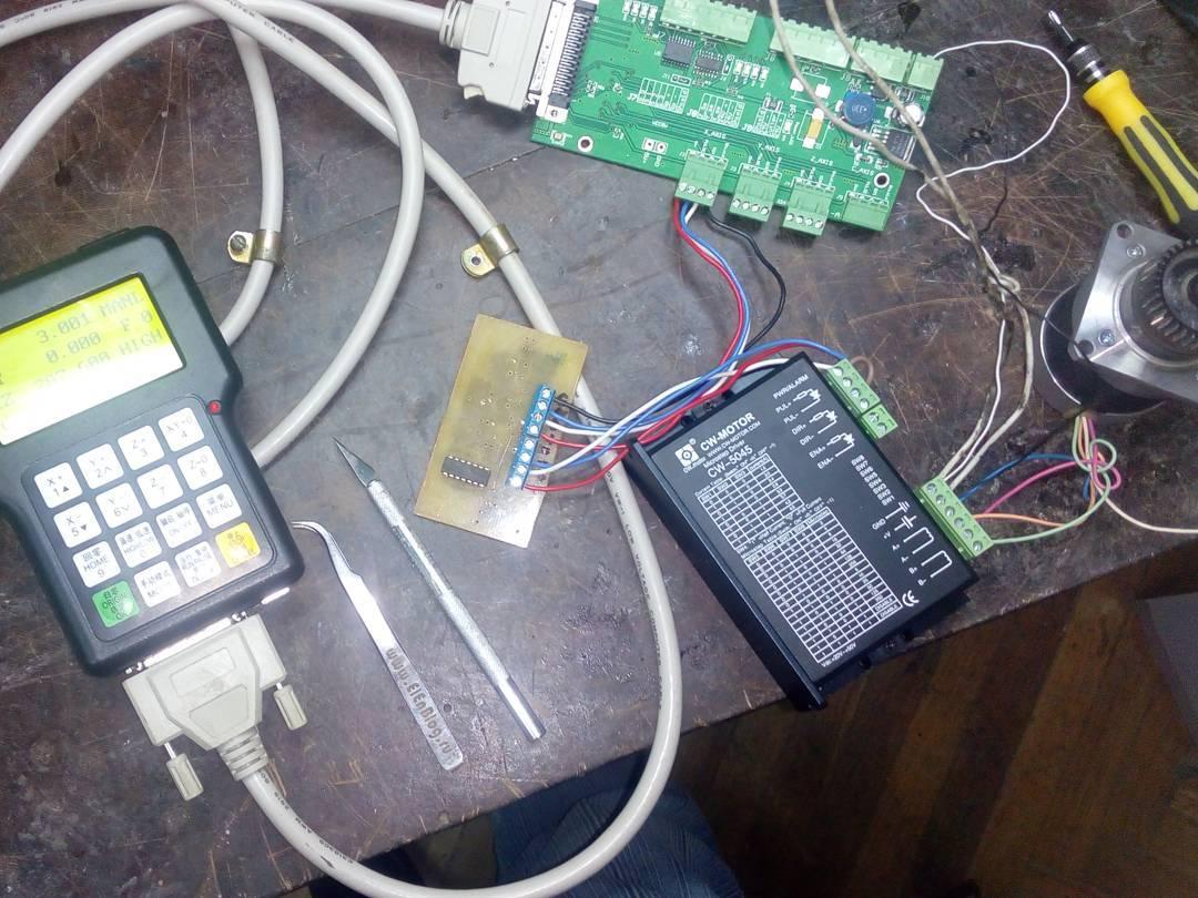 Пытаюсь обмануть контроллер ЧПУ станка)))) нужно запретить крутится обратно